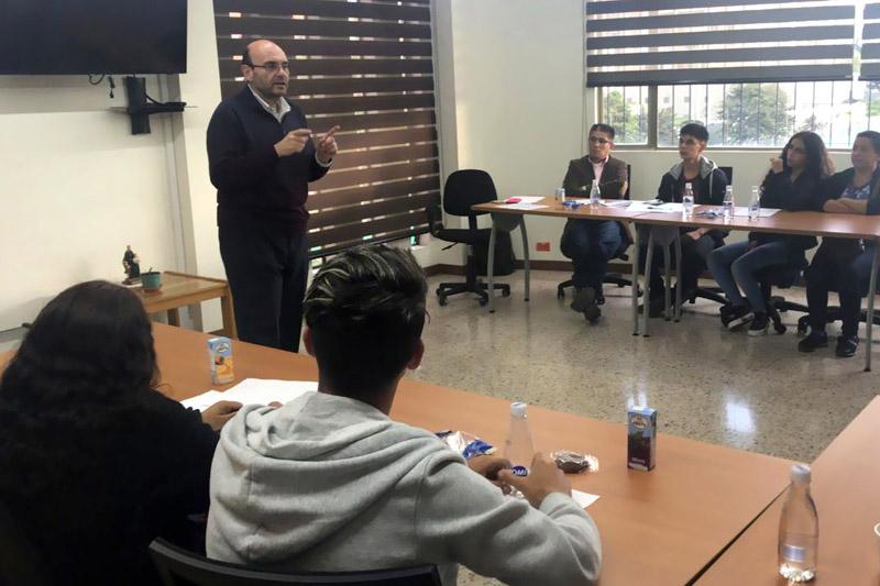 """Cuatro nuevos beneficiarios del programa """"Entrega una Beca Entrega un Futuro"""""""